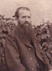 Pfarrer-Andraschko-in-jungen-Jahren-Kopie.jpg